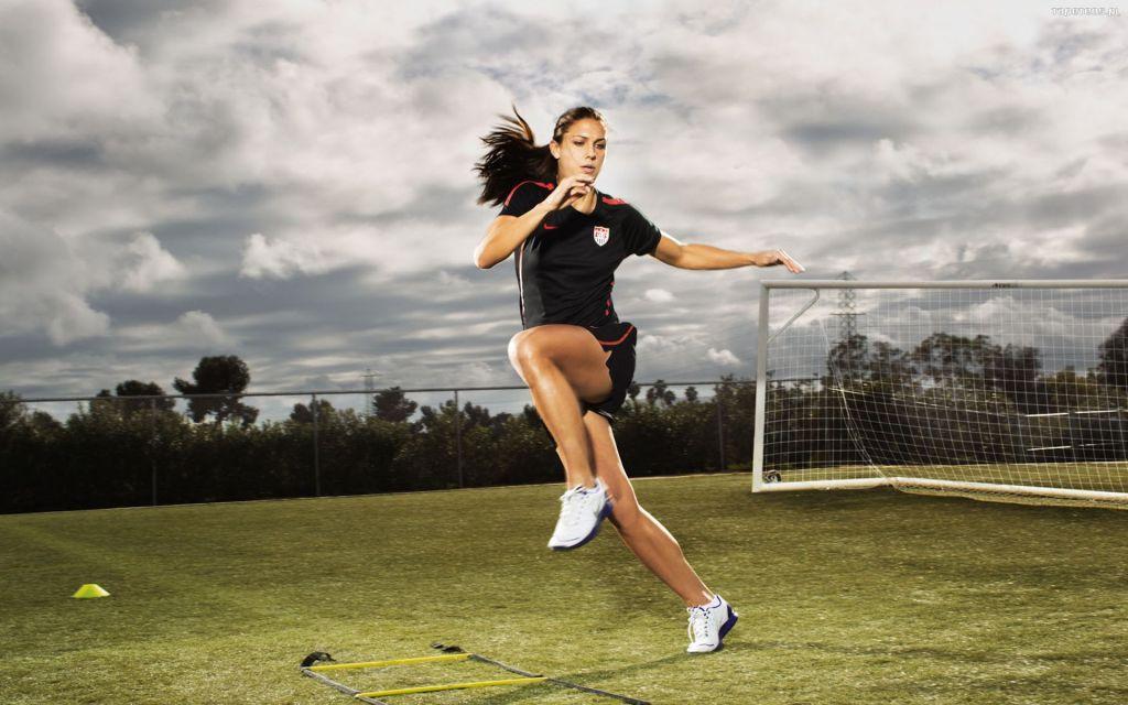 woman-football