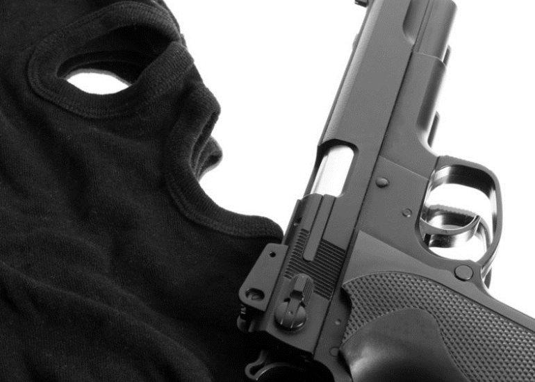 Пистоле-маска-оружие-грабеж-нападение-poisk55.ru