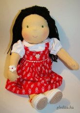 Waldorf jellegű öltöztethető lánybaba