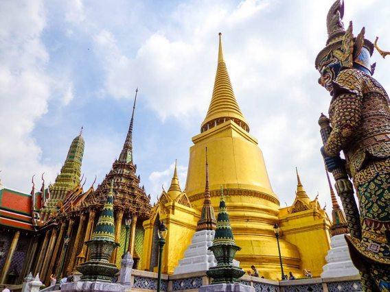 visiting the grand palace in Bangkok