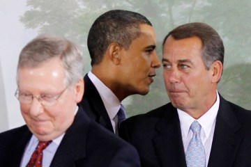 U.S. President Barack Obama (C) walks between Senate Minority Leader Mitch McConnell (L) (R-KY) and House Minority Leader John Boehner (R-OH) at the beginning of a bipartisan meeting to discuss health reform legislation at Blair House in Washington, February 25, 2010.    REUTERS/Jason Reed    (UNITED STATES - Tags: POLITICS)