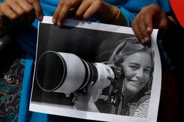Pakistani journalists hold a picture of Associated Press photographer Anja Niedringhaus, April 7, 2014. Photo credit: AP Photo/Anjum Naveed