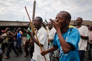 Burundian protesters march during an anti-government demonstration against President Pierre Nkurunziza's bid for a third term in Cibitoke neighborhood of the capital Bujumbura, June 2, 2015.  (EPA/Dai Kurokawa)