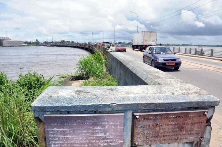 The Wouri River bridge in Cameroon, built in 1954. (Mboupda Talla Roger/Wikimedia Commons)