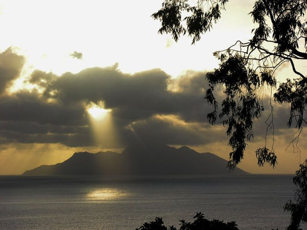 Seychelles, view from Mahe to Silhouette Island. Photo by Hansueli Krapf.