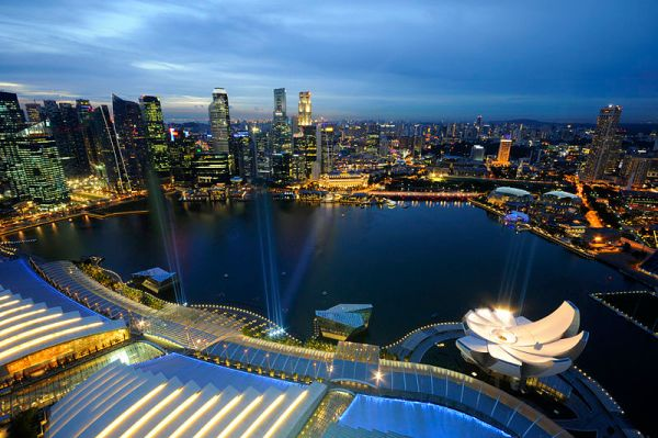 Marina Bay and the Singapore skyline at dusk by William Cho
