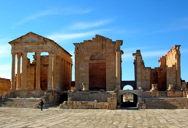 Capitoline temples of Sbeitla: Minerva (left), Jupiter (center), Juno (right), Tunisia. Photo by Bernard Gagnon.