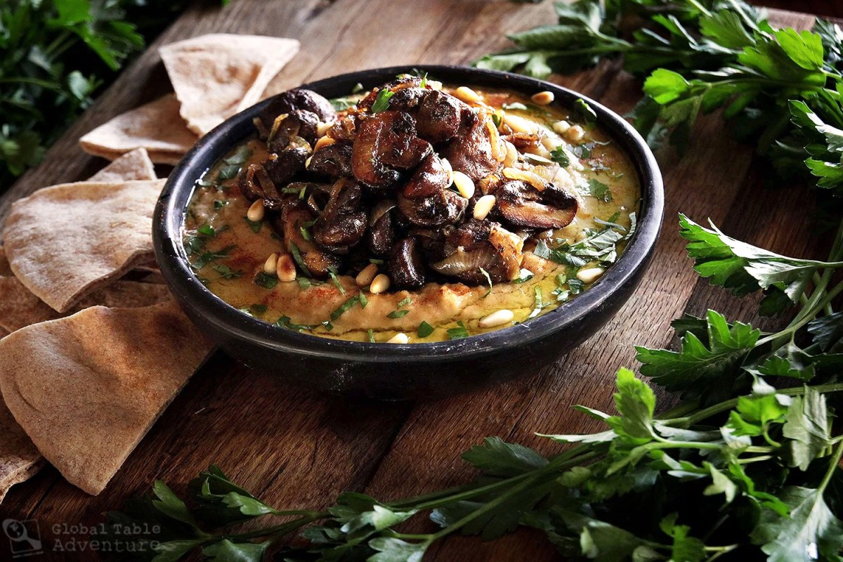 Recipe for hot hummus with caramelized onion and mushroom