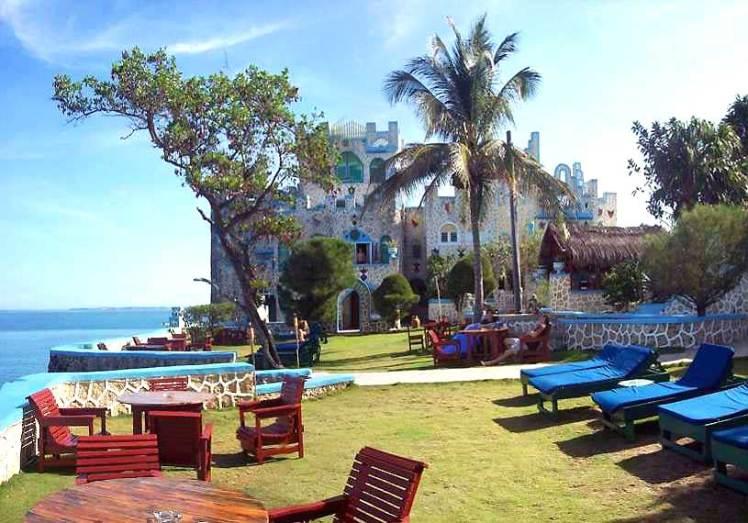 10 Hotel più strani del mondo: Blue Cave Castle