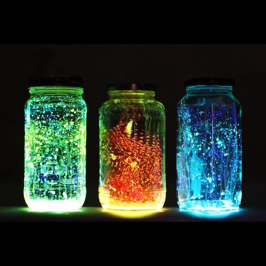 20-Cool-Glow-Stick-Ideas-Glowing-Jars