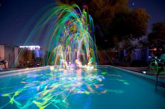 Cool-Glow-Stick-Ideas-Glow-Stick-Pool-Party-12