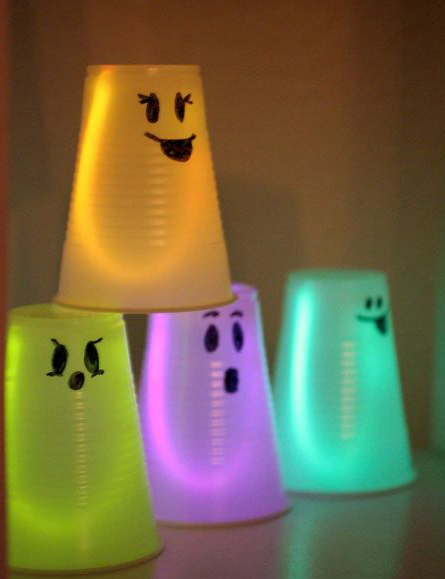 Cool-Glow-Stick-Ideas-Glowing-Ghosts-18