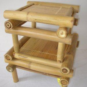 Set obsahuje 2 stoličky použitelné nejen pod květinu