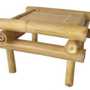 Bambusová stolička je použitelná nejen pod květinu