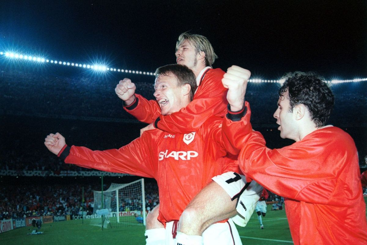 Teddy Sheringham celebrates scoring the equaliser with David Beckham & Ryan Giggs