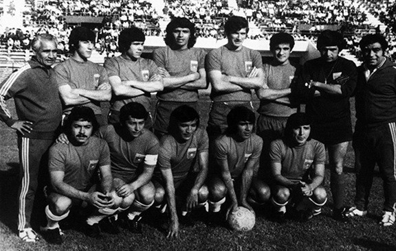 Caszely with his Chile team before the fateful match