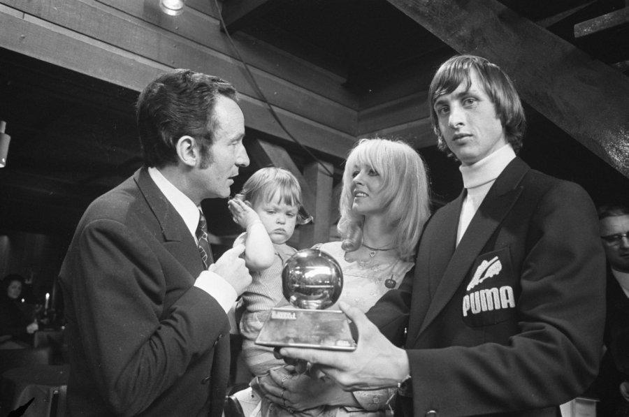 Johan_Cruijff_bij_de_uitreiking_van_de_Ballon_d'Or_in_1971