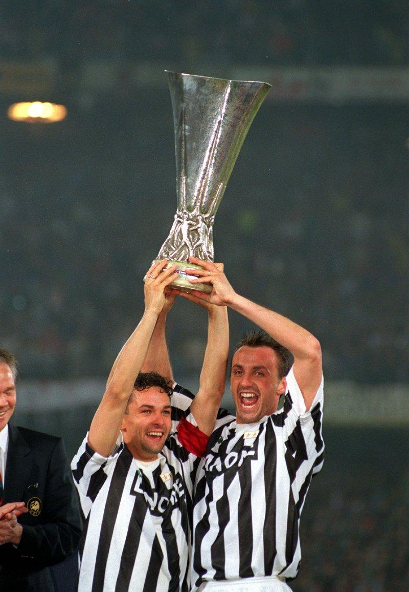 Juventus,_Coppa_UEFA_1993,_Roberto_Baggio_e_Jürgen_Kohler