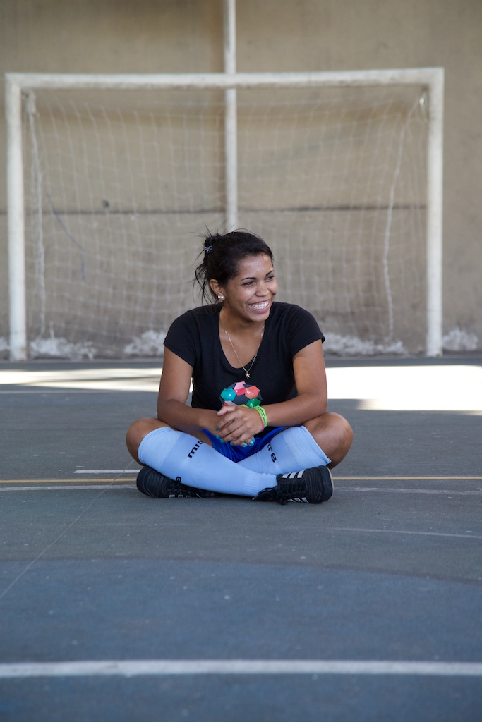 Dryka Santos spotted smiling during a training session at Complexo de Penha