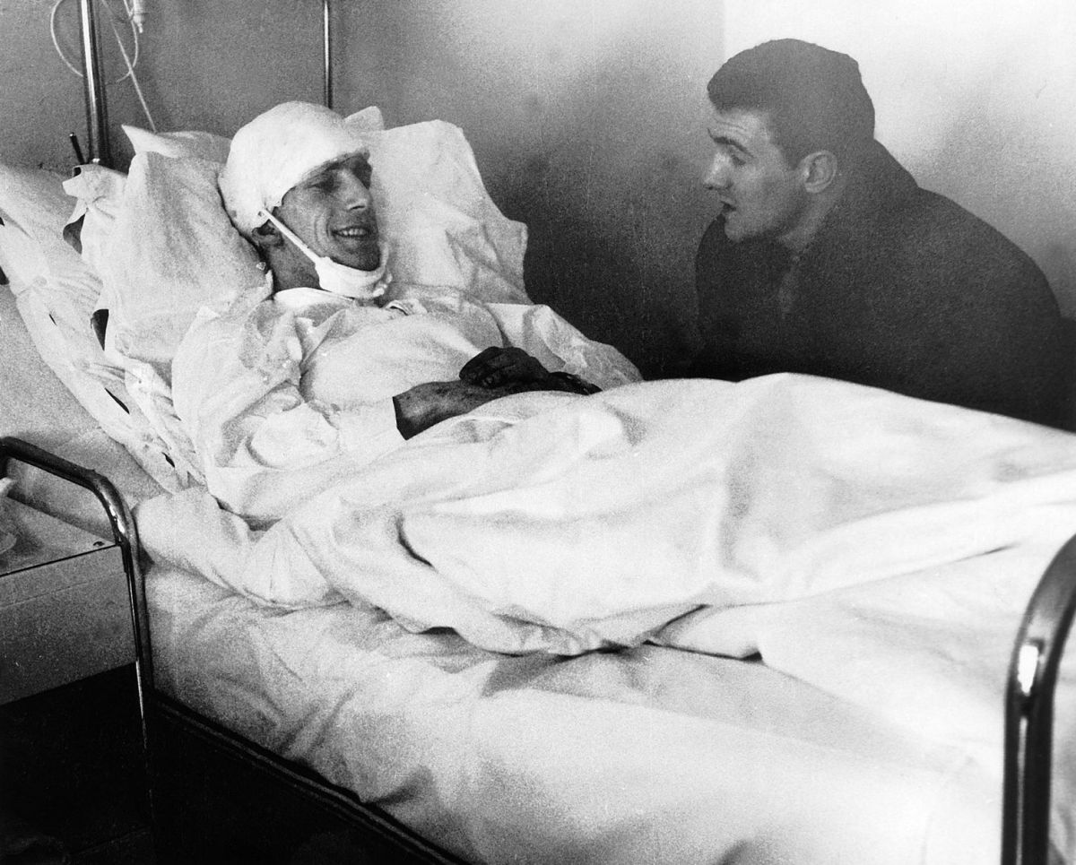 Manchester United's Dennis Viollet and captain Bill Foulkes talk in a Munich hospital after the Munich aircrash