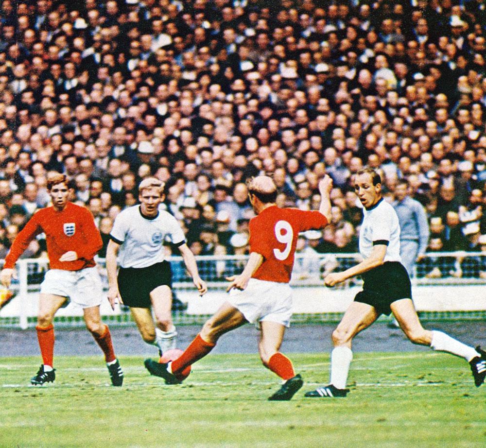 bobby-charlton-england-1966