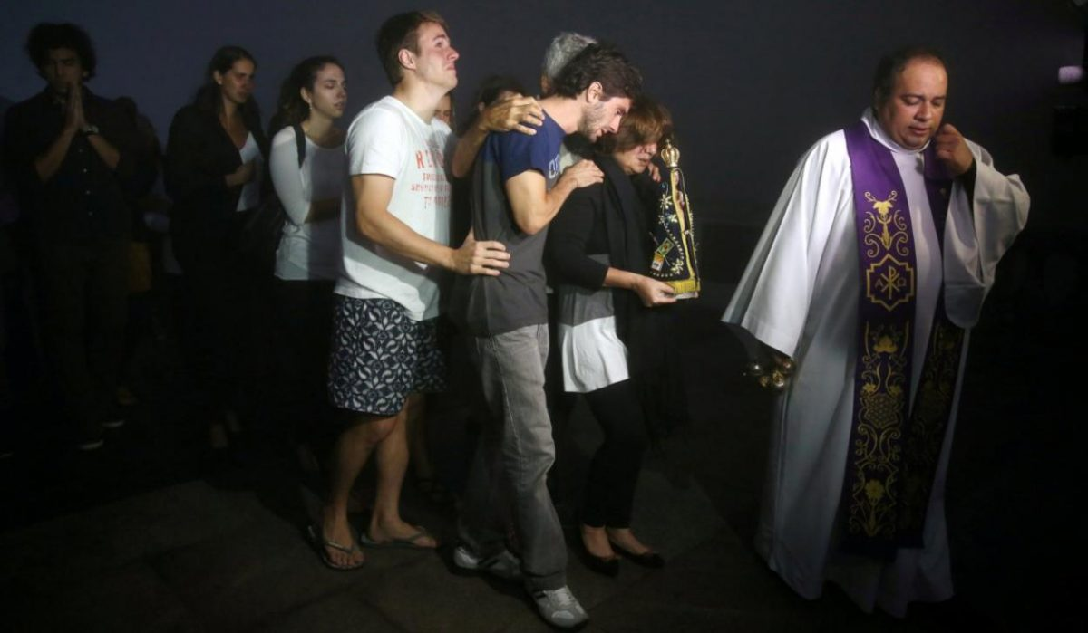 The family of journalist Guilherme Marques mourning his death during a possession in Rio de Janeiro. [Source: Daily Star]