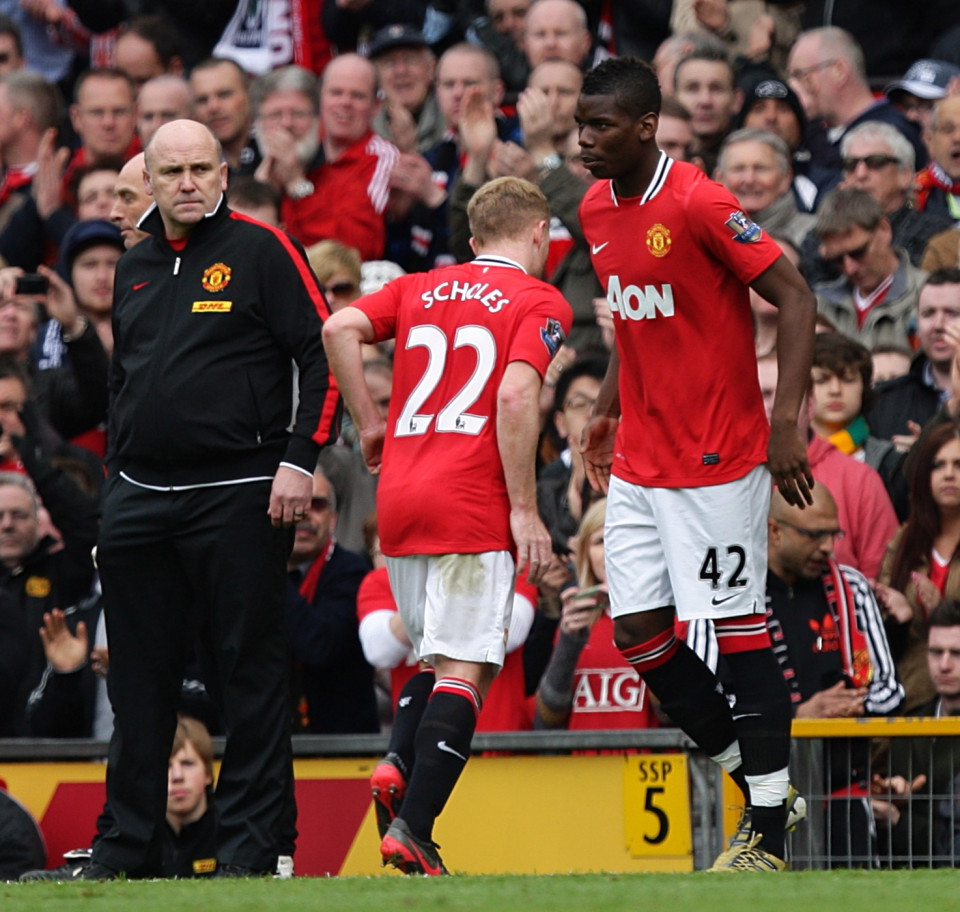 Manchester United's Paul Scholes (centre) is substituted off for Paul Pogba (right). Soccer - Barclays Premier League - Manchester United v West Bromwich Albion - Old Trafford