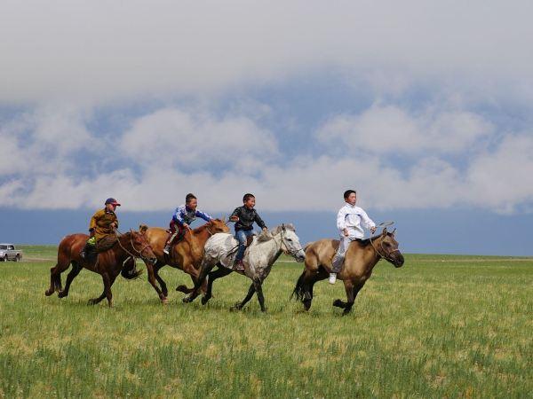Horseback racing at Naadam festival/ Photo by Amanda Villa-Lobos