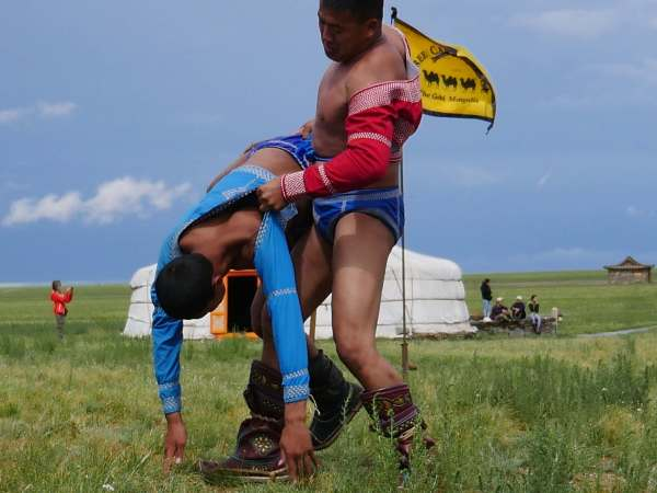 Wrestling match / photo by Amanda Villa Lobos