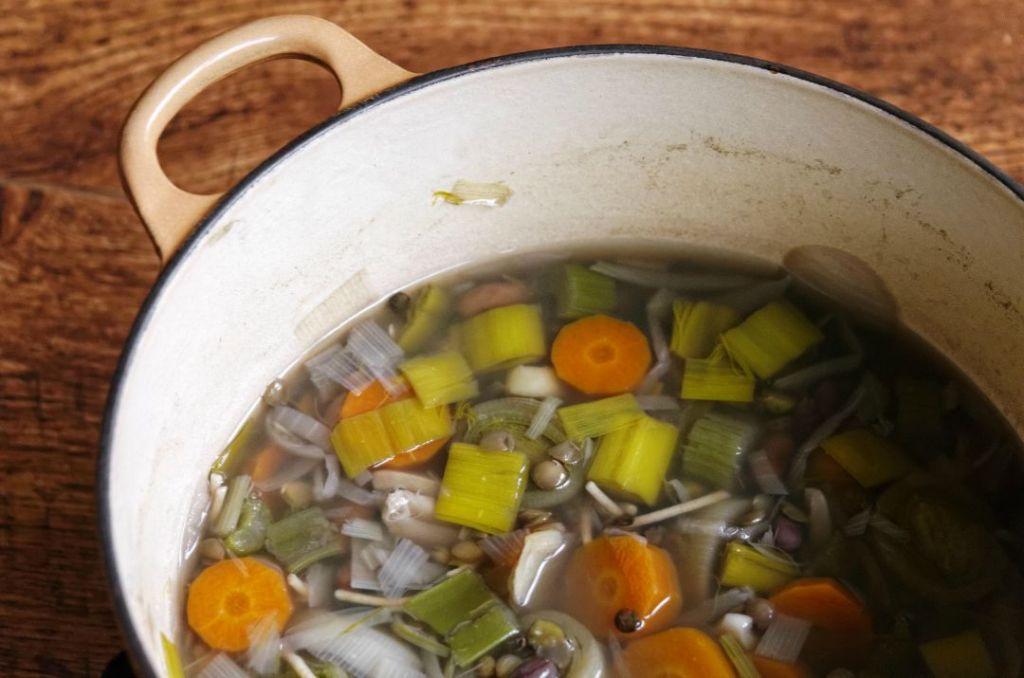 Brodo vegetale per svezzamento: come conservarlo per evitare sprechi