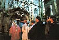 Паломники у Гроба Господня. Иерусалим. Фото Аванта+