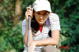 Neha gets lesson at Butch Harmon
