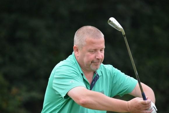 ゴルフショットはアドレスの肘の向きでガラリと精度が変わる