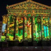 Luna Fete lights up Gallier Hall. (Courtesy photo)