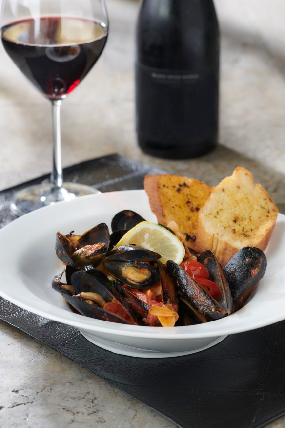 Steamed Black Mussels