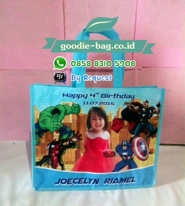 Tas Parcel Ulang Tahun Avengers