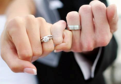 wedding rings on hands women wedding and engagement ring on handmen women fancy engagement rings hand to hand wedding pictures ehtggaid 1