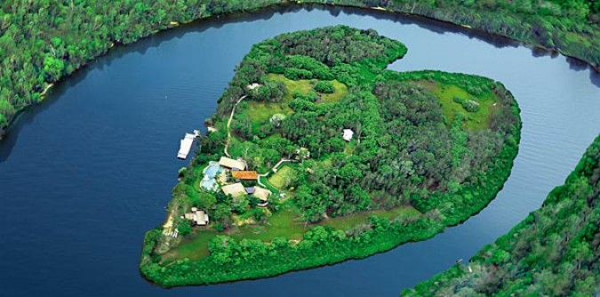 Make peace Island in Queensland, Australia, owner by Richard Branson