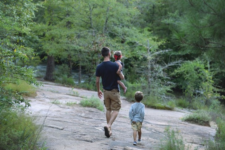 Toddlers-Hiking