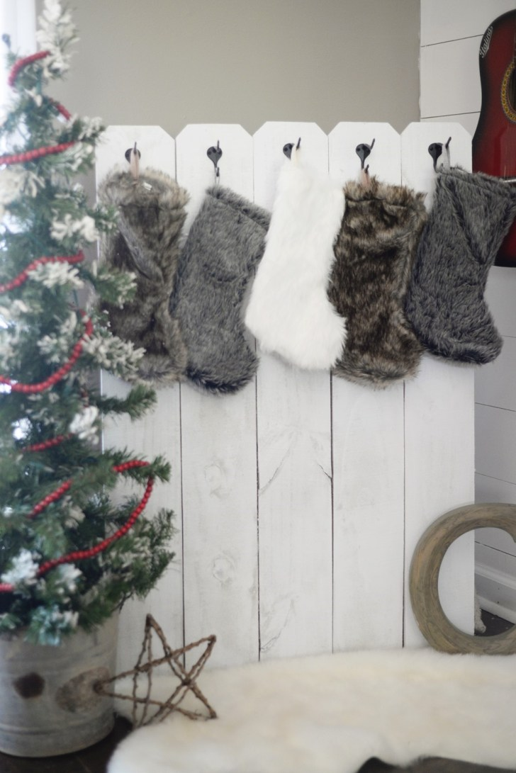 DIY Stocking Holder (9)