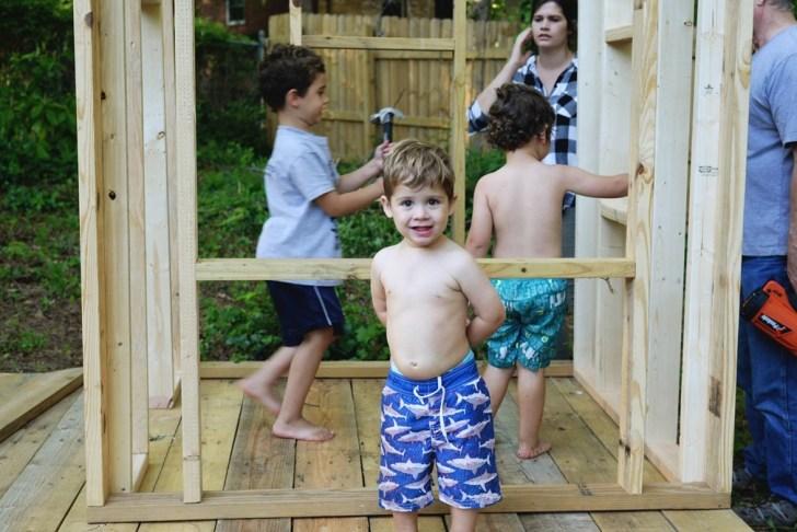 DIy playhouse farmhouse (10)