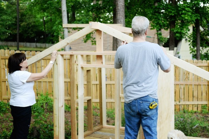 DIy playhouse farmhouse (19)