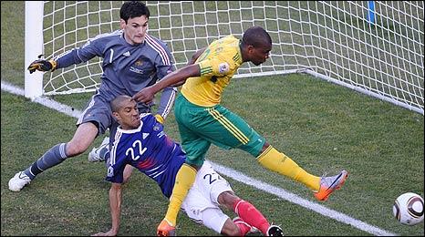 Clichy can't prevent Mphela's goal..