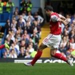 van Persie nets treble as Arsenal win at the Bridge: Chelsea 3-5 Arsenal