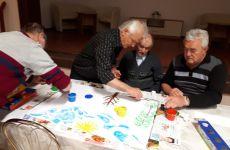 Więcej o: Seniorzy malowali… palcami