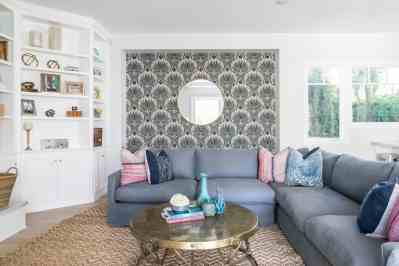 Coastal Living Room With Seashell Wallpaper Accent Wall #50008 | House Decoration Ideas