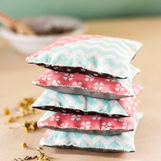 In this fragrant DIY, Evermine Blog offers a great herbal sachet tutorial along with suggestions on packaging them as gifts. - Sewtorial