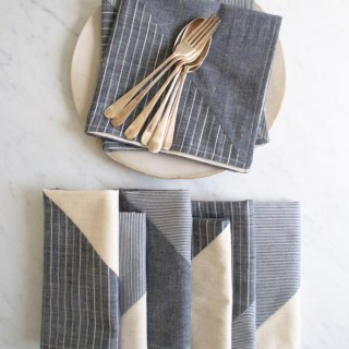 Add a touch of elegance to your dinner table with these pieced napkins by The Purl Bee. The tutorial is easy peasy and beginner friendly. -Sewtorial