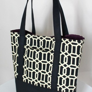 The Inspired Wren shares a free lined canvas tote tutorial that's easy to make and looks fantastic in your favorite fabric! -Sewtorial