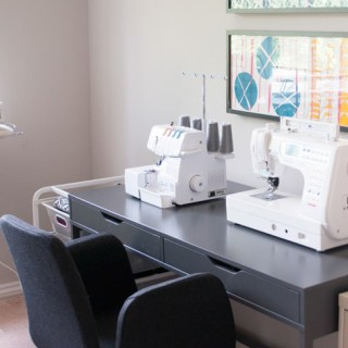 In this article, IndieSew shares 10 Tips on how to create a functional sewing space. -Sewtorial